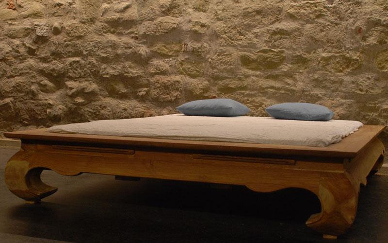 betten aus massivem holz wie opiumbetten aus asien und asiatische himmelbetten. Black Bedroom Furniture Sets. Home Design Ideas