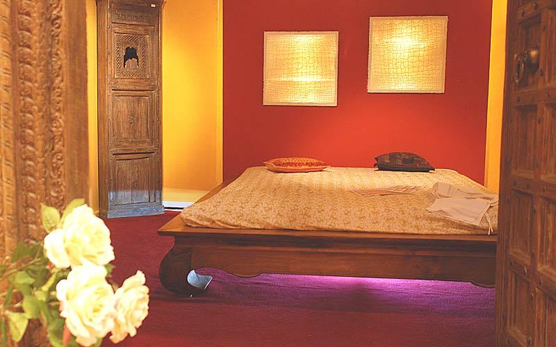 opiumbett asiatisch aus massivholz nach mass. Black Bedroom Furniture Sets. Home Design Ideas