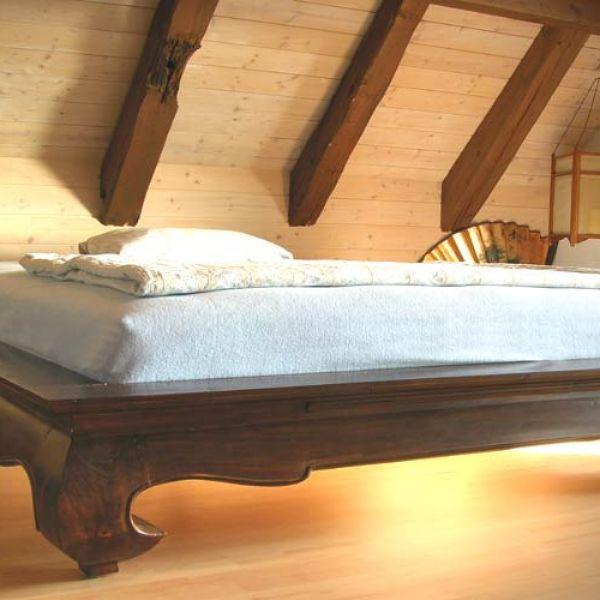 betten aus massivem holz wie opiumbetten aus asien und. Black Bedroom Furniture Sets. Home Design Ideas